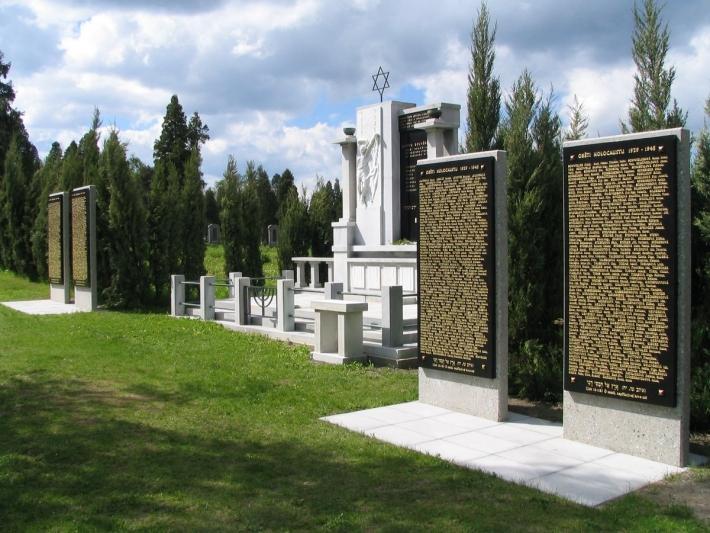 památník obětem Holocaustu - hřbitov