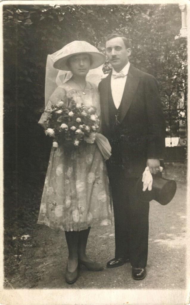 Vilém a Arnoštka Munkovi - svatební fotografie na zahradě u synagogy v Olomouci