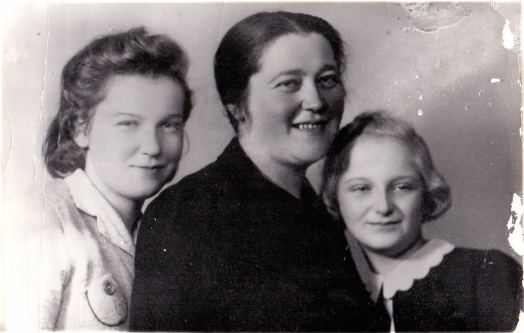 z leva - Věra, Valerie, Eva Ada Silbigerovi